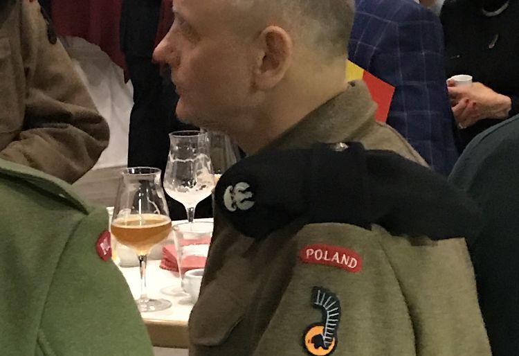 Re enactors met embleem Eerste Poolse Pantserdivisie